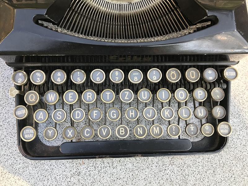 https://www.laurenzvangaalen.nl/public/erika-s-keyboard.jpg